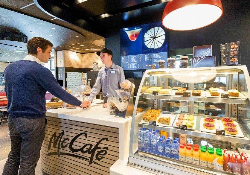 Nederland, McDonald's Hoorn, 21-03-2017. Mediabriefing maart 2017, iav CEO McDonald's Nederland Manu Steijaert. Foto: Olivier Middendorp